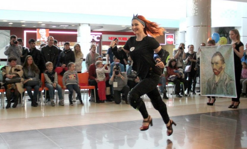 Опасный забег на лабутенах в Новосибирске выиграла брюнетка Анна