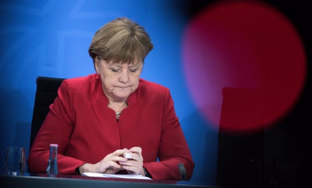 Канцлер Германии Меркель задолжала своей партии почти 10 тысяч евро взносов