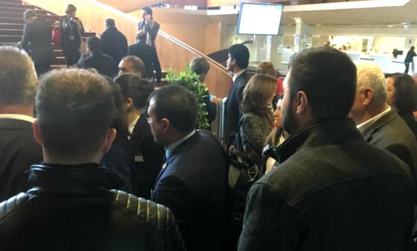 Экстренная эвакуация из здания ПАСЕ из-за «бомбы» помешала премьеру Турции