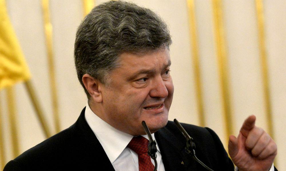 Порошенко потребовал от нового правительства вернуть Донбасс к мирной жизни
