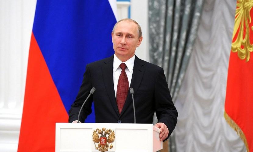 Путин вручил вКремле золотые звезды «Героев труда» пятерым россиянам