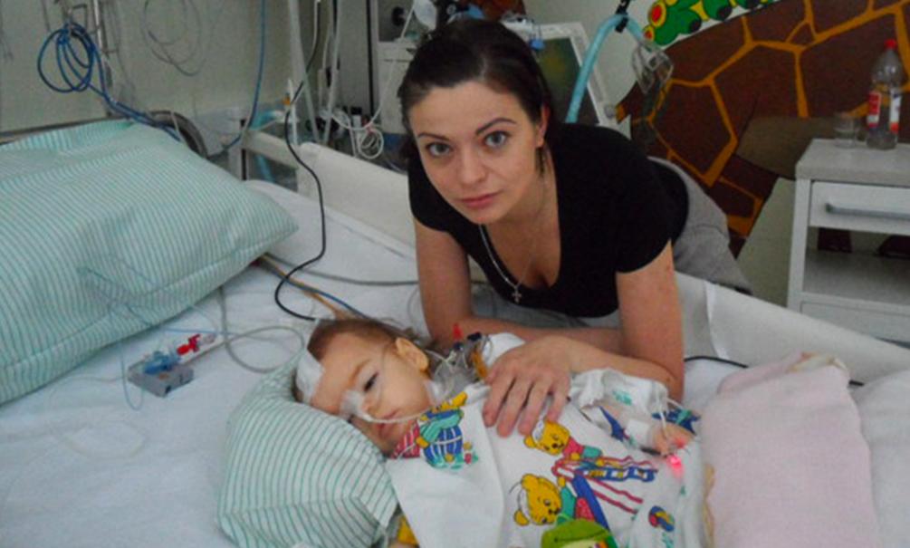 Путин разрешил пускать родственников к пациентам в реанимации российских больниц