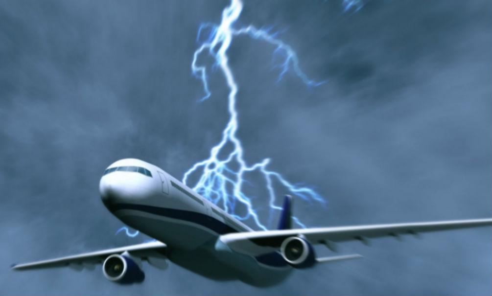 В самолет с 40 пассажирами ударила молния во время рейса в Санкт-Петербург