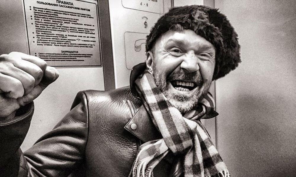 Шнуров порадовался своевременному избавлению от исполнительницы суперхита про «лабутены»