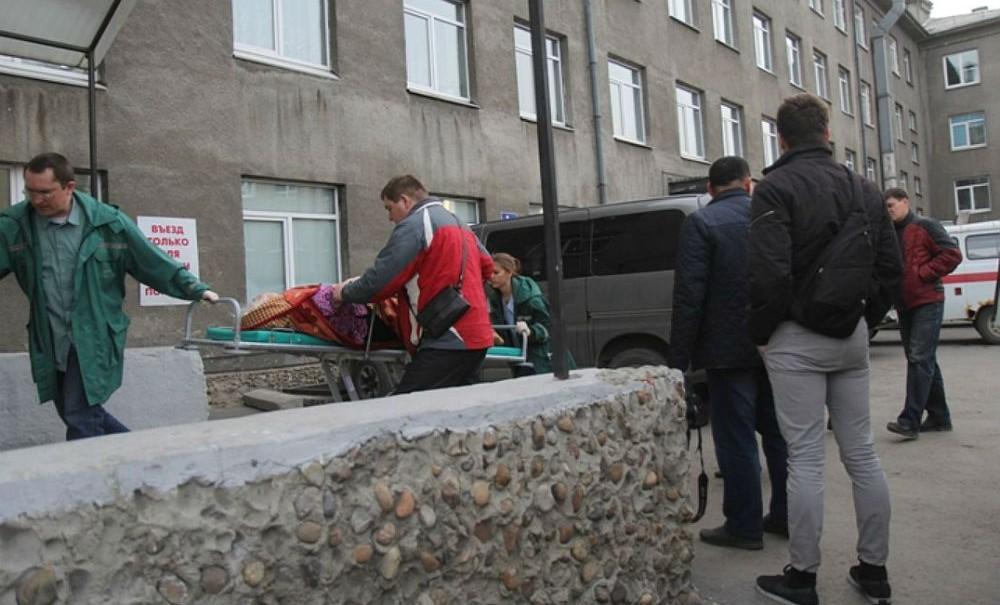 Избитого старика охрана больницы оставила замерзать на улице Иркутска