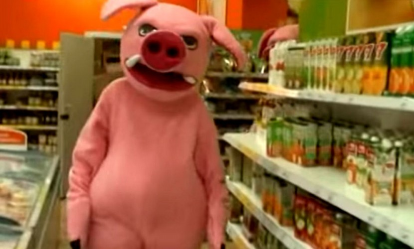 Огромные розовые свиньи победили «просрочку» в магазинах Кузбасса