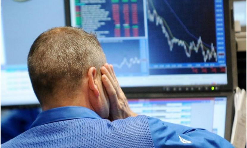 Курс рубля резко снизился на фоне обвала нефтяных цен