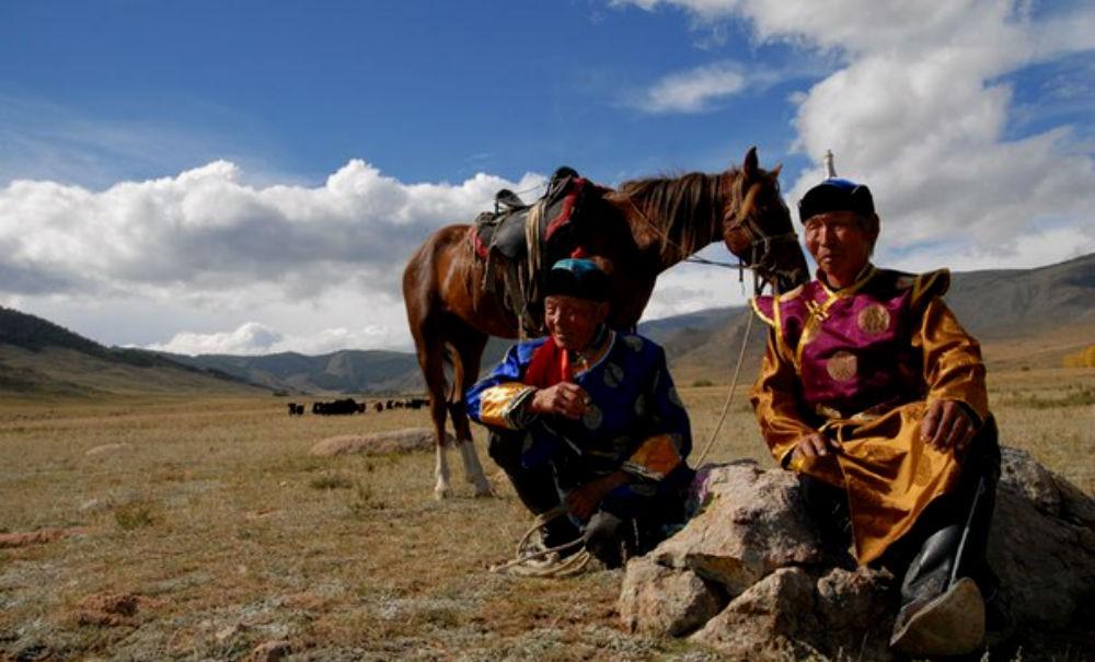 Пастух устроил лесной пожар, чтобы отпугнуть снежного барса от стада на западе Тывы
