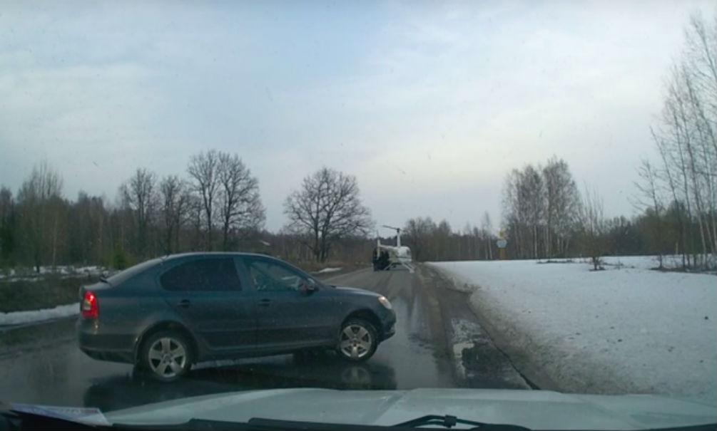 Священник пересел из иномарки в вертолет посреди шоссе в Нижегородской области