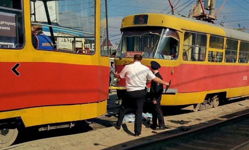 Школьнице в наушниках оторвал обе ноги волгоградский трамвай