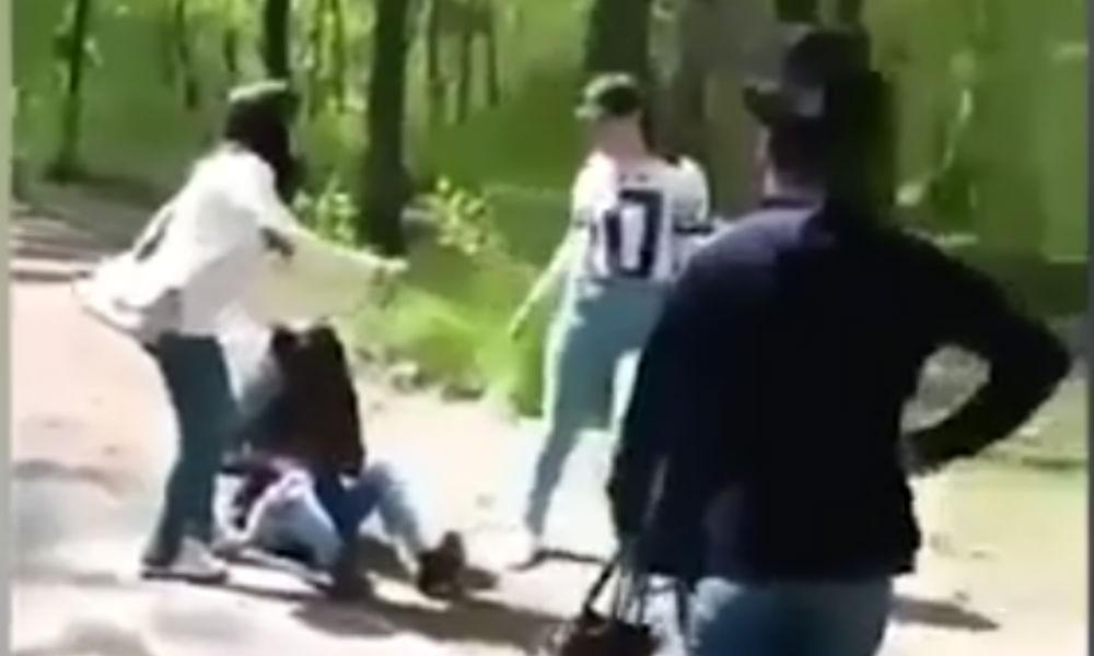 Жестокое избиение двумя подругами девушки из-за сломанных очков сняли на видео в Тыве