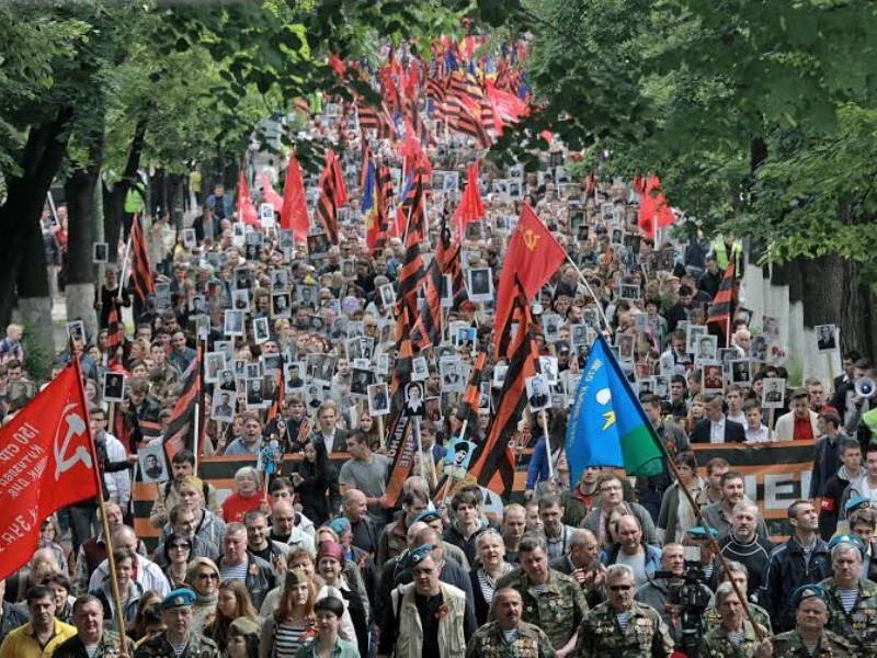 Вопреки НАТО и властям Молдовы впервые в Кишиневе состоялась грандиозная акция «Бессмертный полк»
