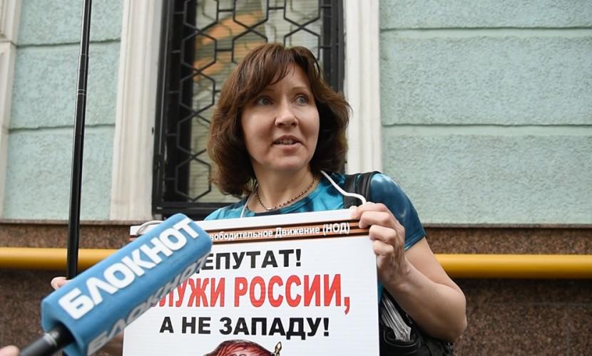 Активистка НОД рассказала о напавших на Улицкую вандалах с зеленкой