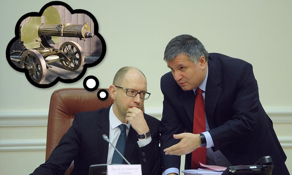 Глава МВД Украины Аваков вооружил экс-премьера Яценюка пулеметом