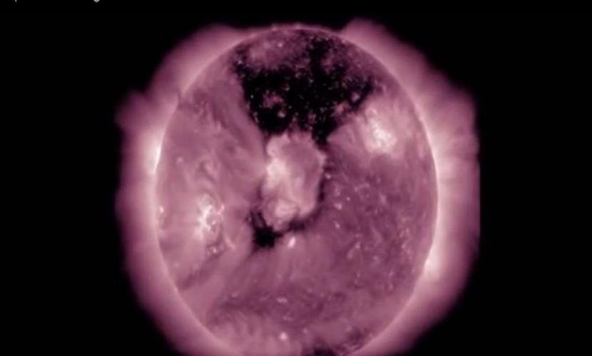 На Солнце возникла огромная корональная дыра