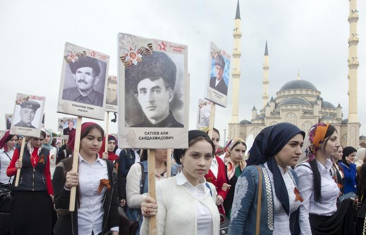 Рамзан Кадыров возглавил пятитысячную колонну