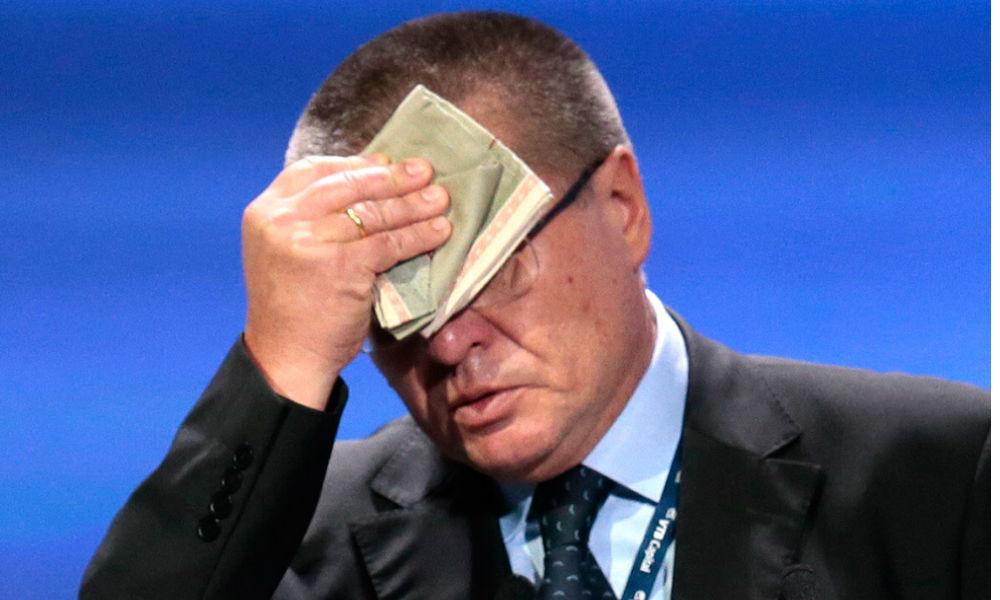 Улюкаев отказался возлагать ответственность за