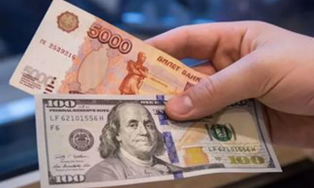 Рубль снова рухнул. И упадет еще, уверяют эксперты