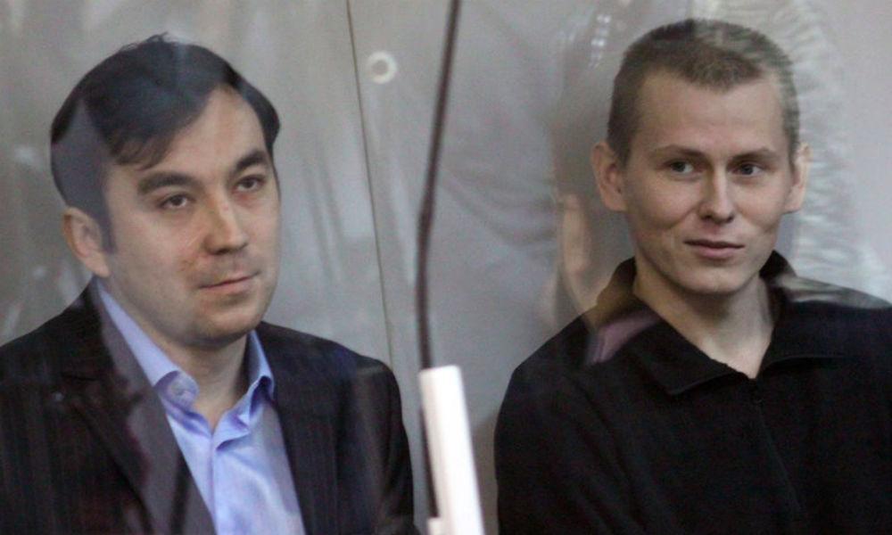 Порошенко обнародовал указ о помиловании Ерофеева и Александрова после их приземления в Москве