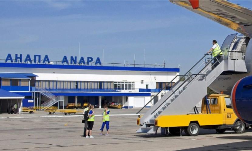 Пьяного пассажира сняли с рейса в Москву за дебош на борту и арестовали на 7 суток в Анапе