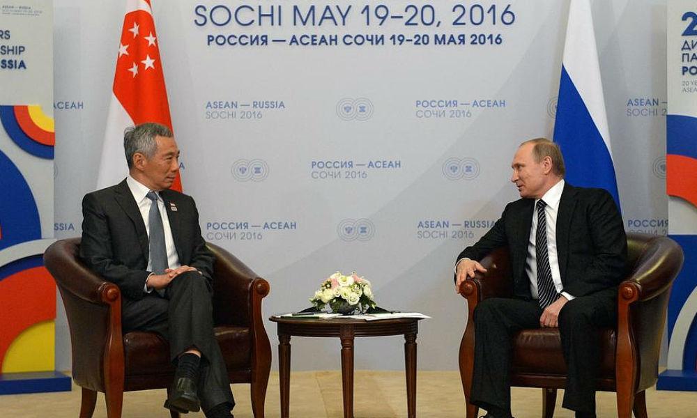 Премьер-министр Сингапура Ли Сянь Лунь и президент России Владимир Путин.