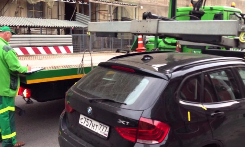 В Москве решили купить 540 километров пленки - для избежания царапин на авто при эвакуации