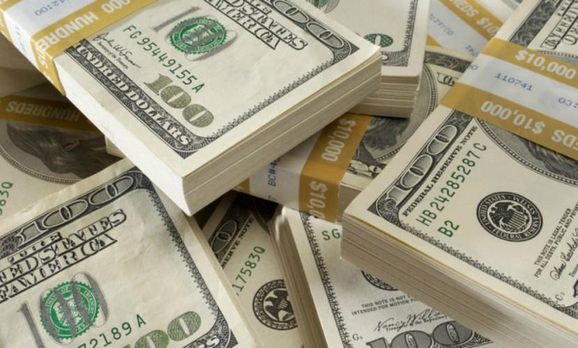 Укрепившийся доллар сбил цену «черного золота»