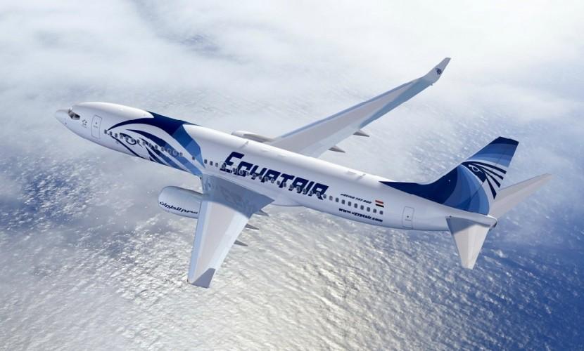 Авиалайнер с 60 людьми на борту загадочно исчез на пути из Парижа в Каир
