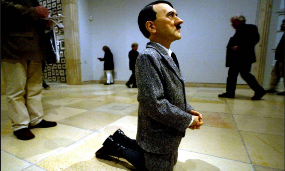 Статуя поверженного Гитлера на коленях продана на аукционе Christie's за 17 миллионов долларов