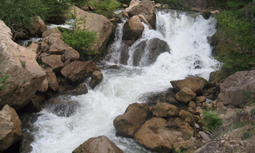 Известный тележурналист упал в горную реку и утонул во время съемок в Грузии