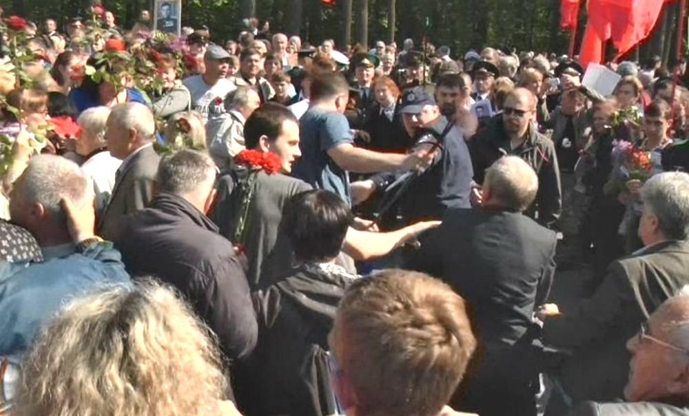 Из-за георгиевской ленточки в Харькове избили городского голову, депутата и сотрудника полиции
