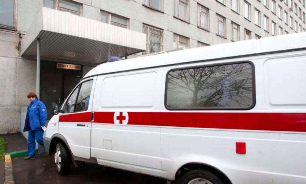 Двухлетний ребенок чудом выжил после падения с матерью с 8 этажа в Москве