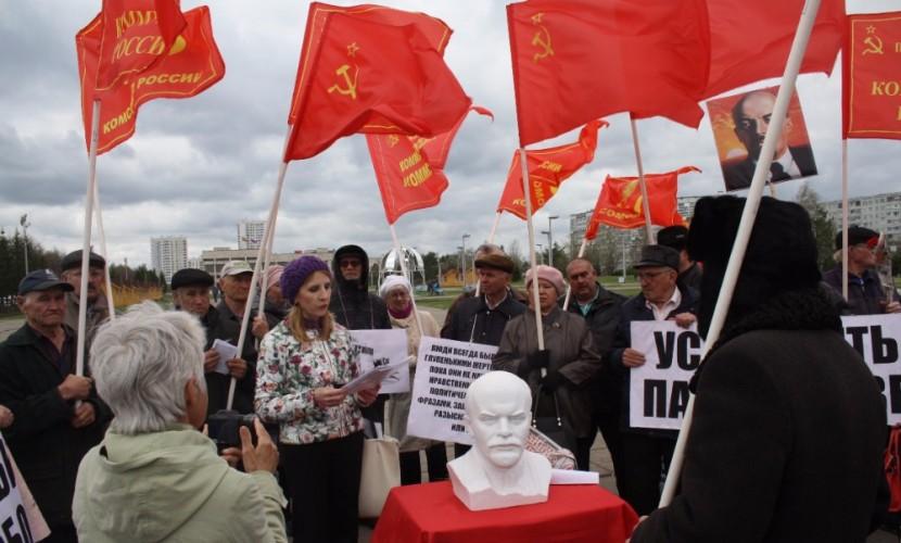 Масоны из КПСС намерены возглавить список другой партии, взяв в тройку «бойкую тетку»
