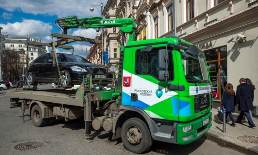 Прокуратура запретила заммэра Москвы Ликсутову клеить желтые стикеры на эвакуируемые машины