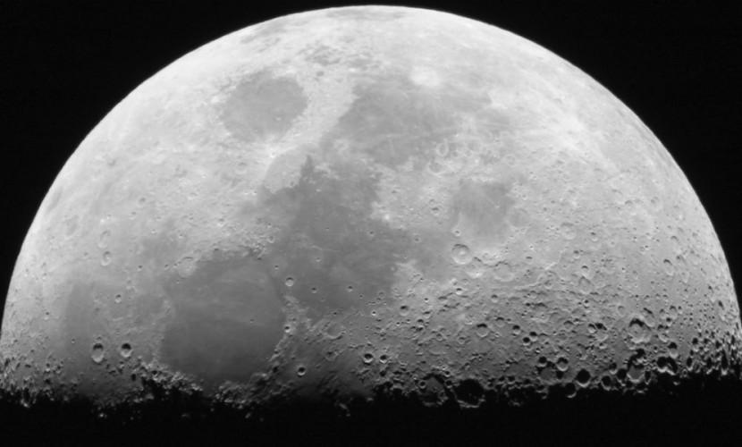 Загадочные узоры на поверхности Луны удивили ученых из NASA