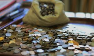 Иркутский бизнесмен выплатил долг приставам 30 килограммами мелочи