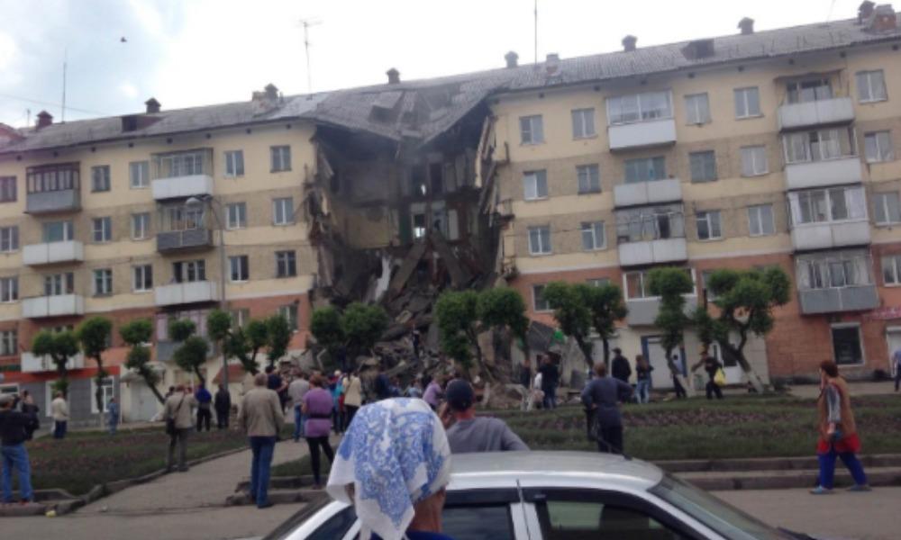 Обрушившийся подъезд 5-этажного жилого дома в Кемеровской области попал на видео
