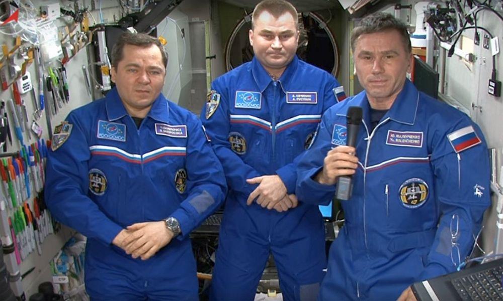 Находящиеся на МКС космонавты поздравили жителей России с Днем Победы