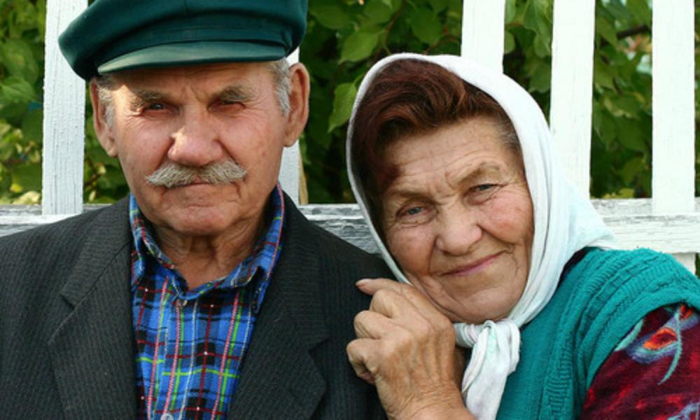 Работающим пенсионерам добавят денег