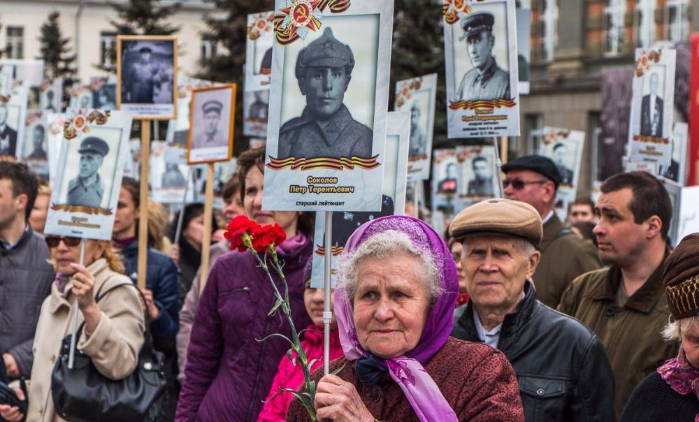 Депутат Госдумы предложил наградить орденами основателей «Бессмертного полка»