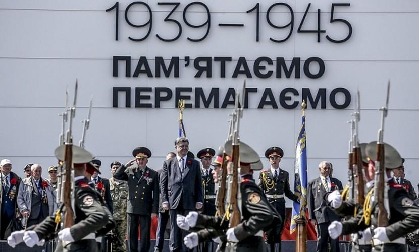 Порошенко во время выступления в Киеве поставил в один ряд Малиновского и Шухевича