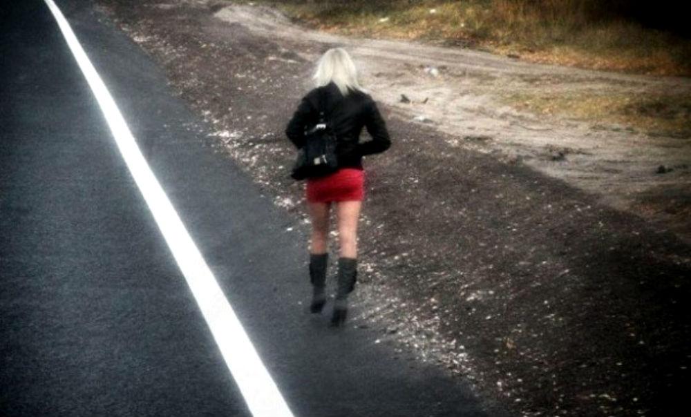 Проститутки с «сексом за тушенку» завоевали украинских военных в Донбассе