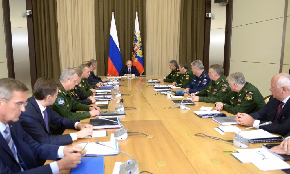 Путин похвалил в Сочи российское оружие за эффективность и качество в ходе сирийской операции