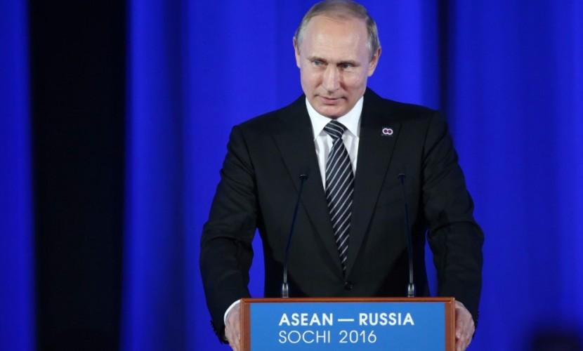 Говоря об отношениях с Японией и о Курилах, мы готовы многое купить, но ничего не продаем, - Путин