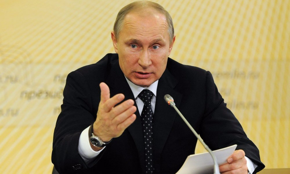 Путин подписал закон о новом распределении топливных акцизов в пользу регионов
