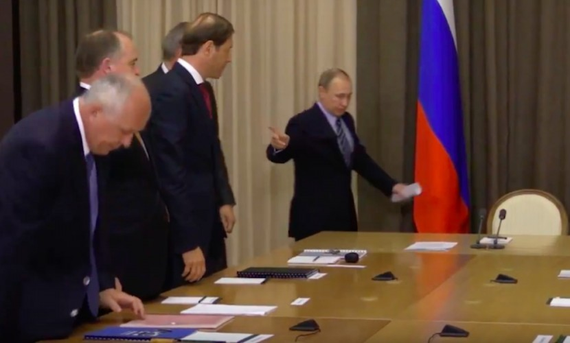 Рогозин нарвался на молниеносное замечание от Путина по поводу внешнего вида на совещании в Сочи
