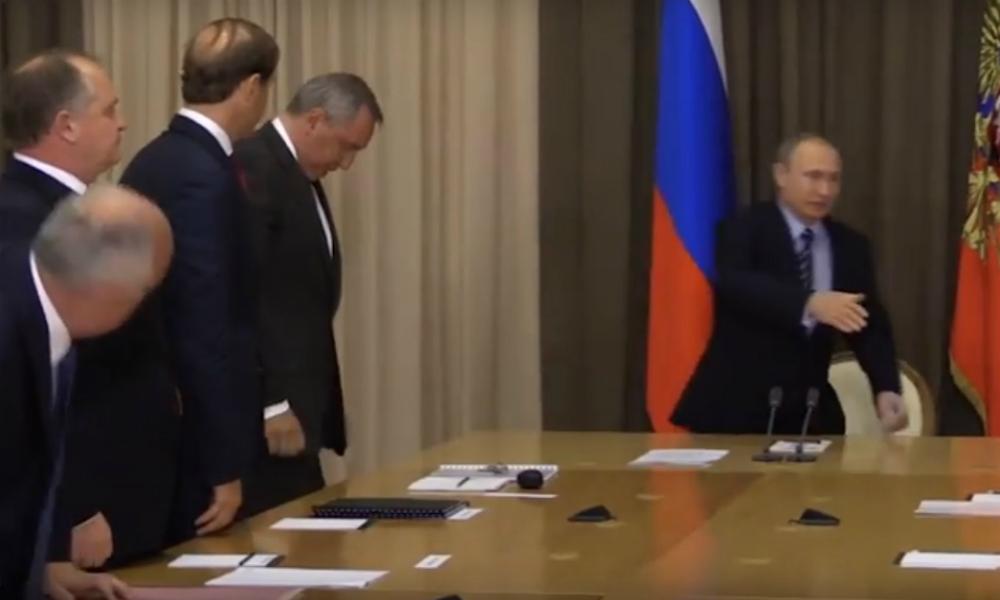 Саакашвили помог Рогозину отшутиться после замечания Путина о съехавшем галстуке