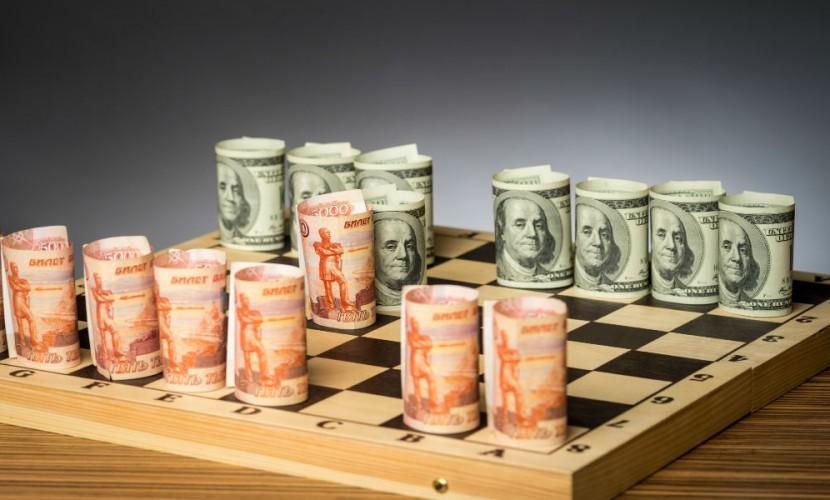 Впервые с начала мая доллар и евро упали по отношению к рублю