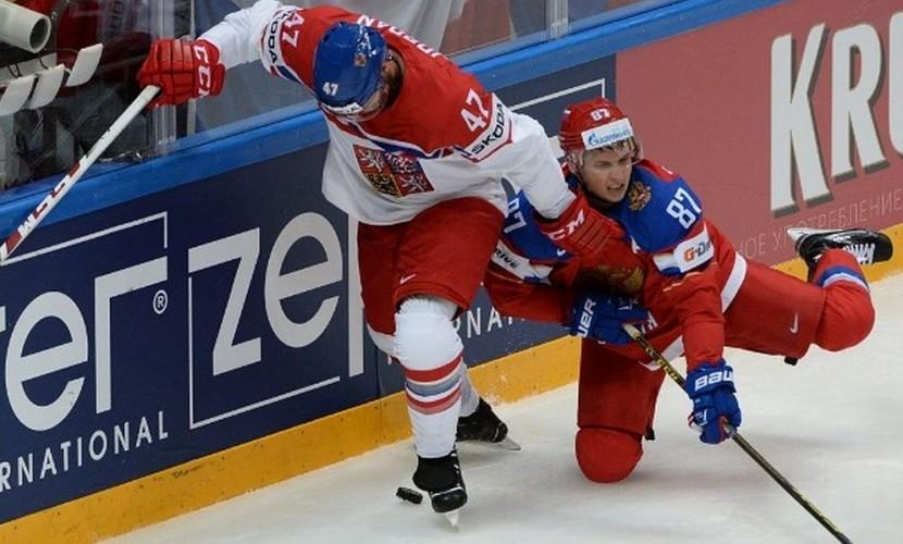 Россия из-за удалений провалила дебютный поединок с Чехией на