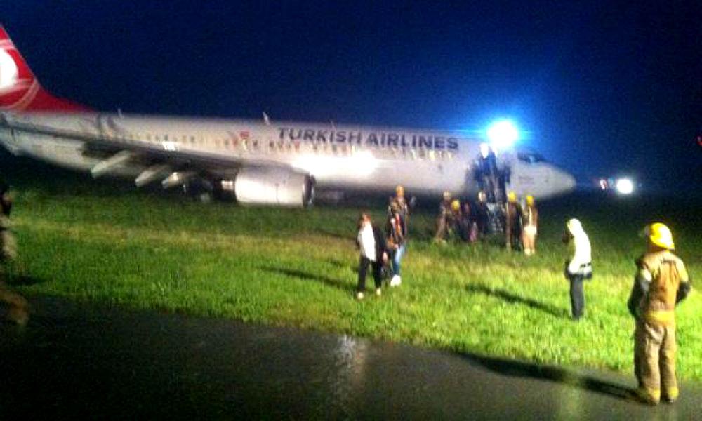 В Косово самолет с пассажирами выкатился за пределы взлетной полосы